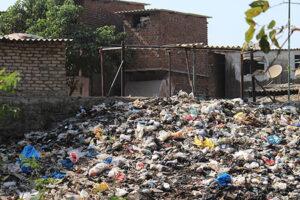 Lingkungan kotor karena sampah berserakan